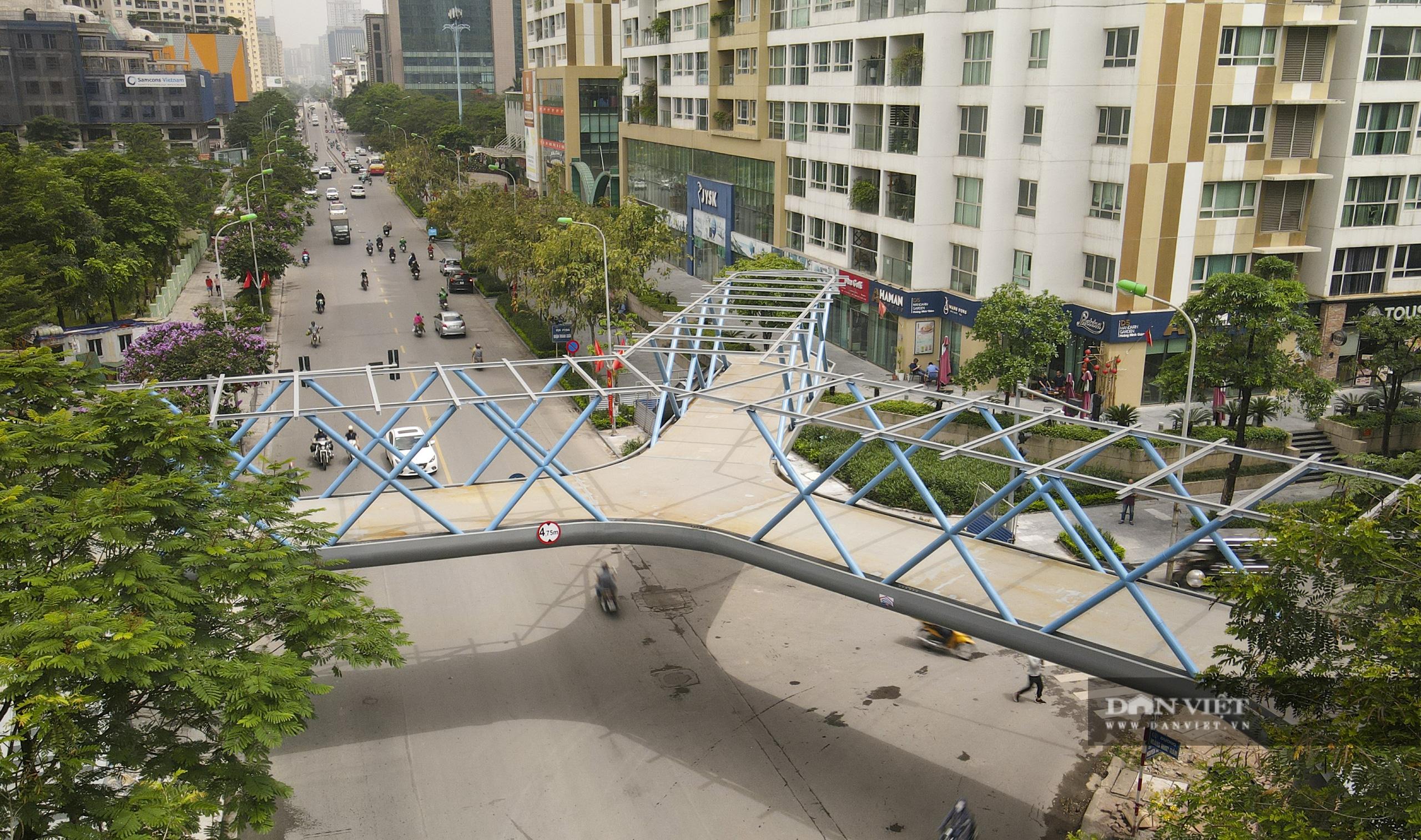 Ngắm cầu vượt bộ hành hình chữ Y đẹp nhất Hà Nội - Ảnh 3.