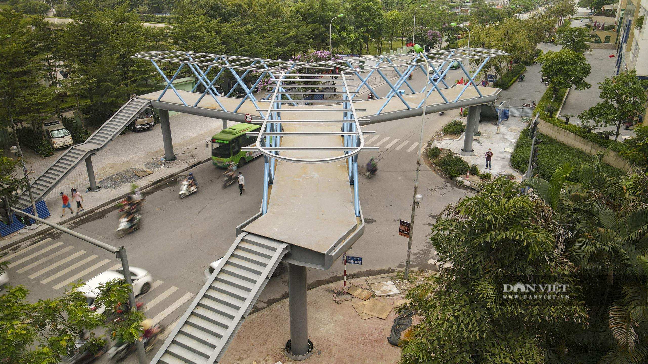 Ngắm cầu vượt bộ hành hình chữ Y đẹp nhất Hà Nội - Ảnh 5.