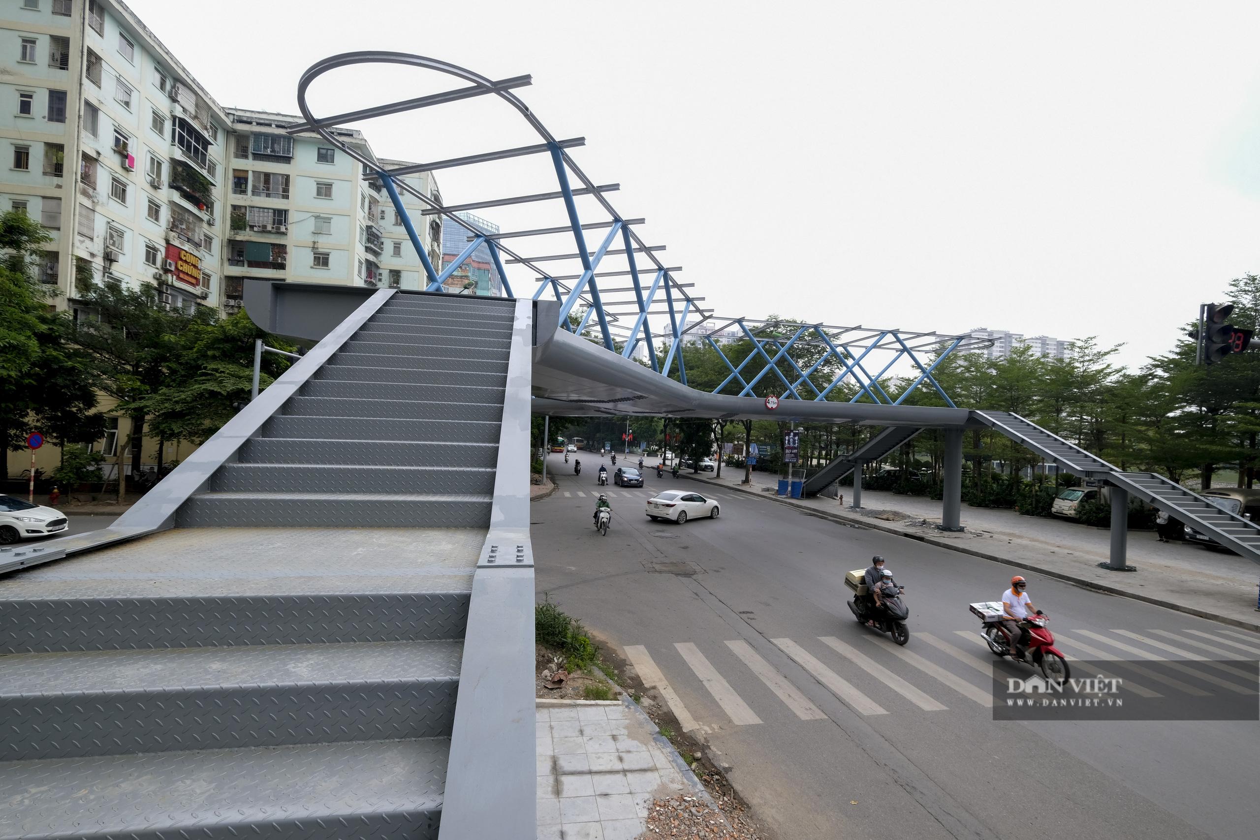 Ngắm cầu vượt bộ hành hình chữ Y đẹp nhất Hà Nội - Ảnh 9.