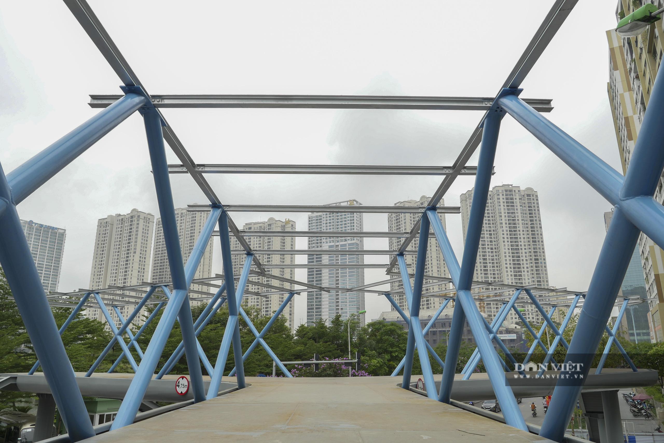 Ngắm cầu vượt bộ hành hình chữ Y đẹp nhất Hà Nội - Ảnh 10.