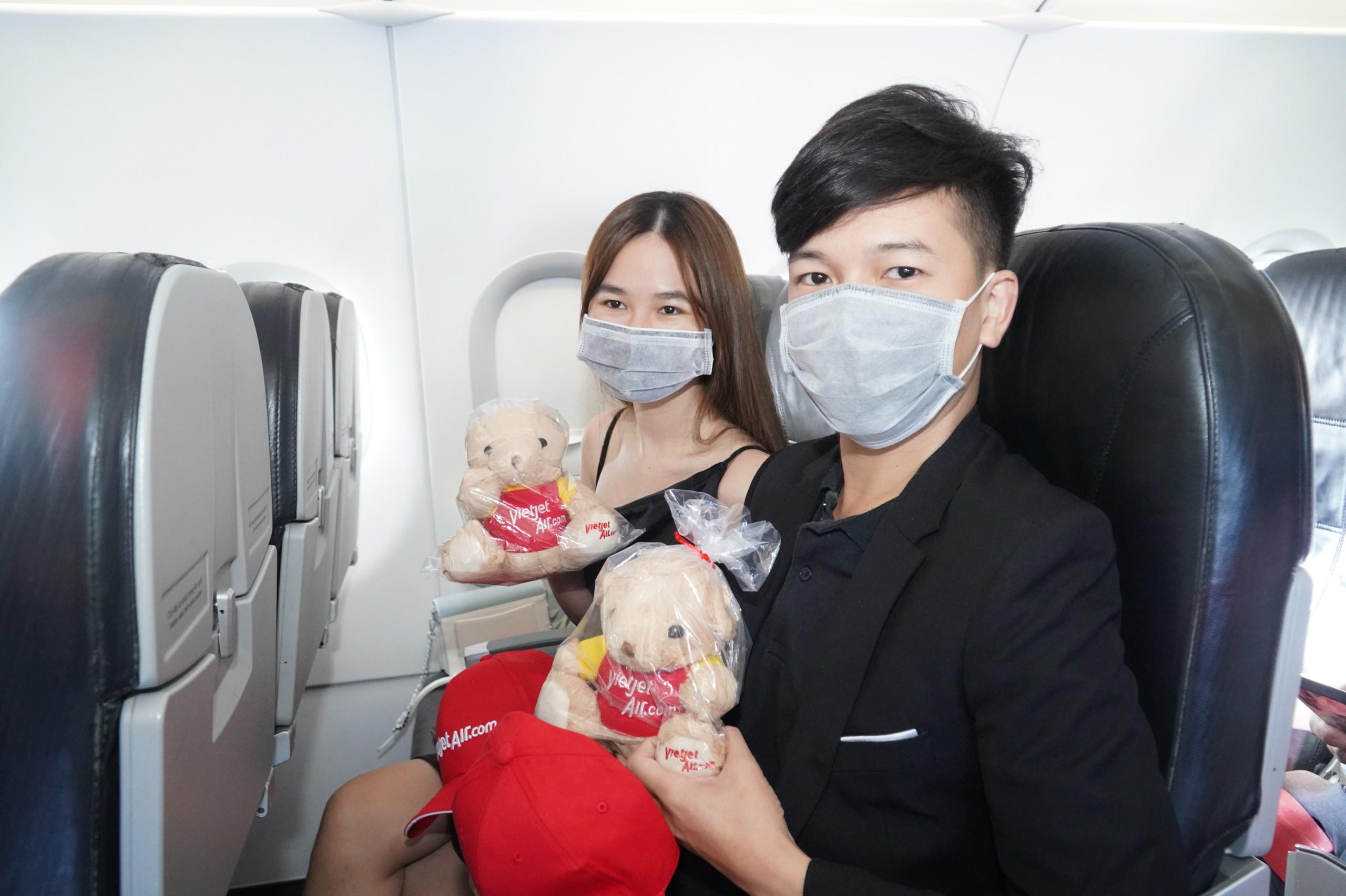 Vé máy bay cao hơn phí quản trị, ai được đổi, hoàn vé - Ảnh 1.