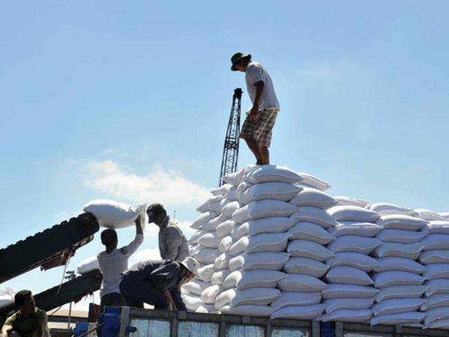 Đường nhập khẩu tăng 5735%, ngành mía đường lâm nguy - Ảnh 1.