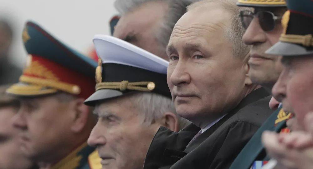 """Ông Putin có ý gì khi nói về """"những kẻ trừng phạt bất thành"""" trong diễn văn tại lễ diễu binh? - Ảnh 1."""