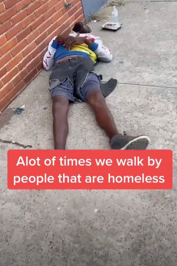 Người đàn ông vô gia cư gây choáng cộng đồng mạng với vẻ ngoài điển trai sau khi cắt tóc - Ảnh 2.