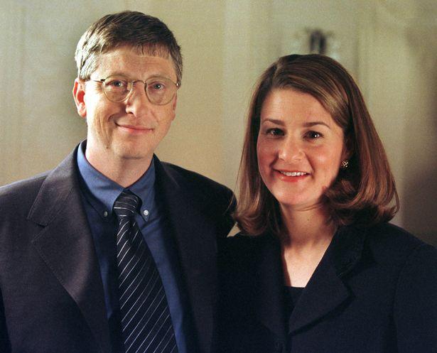 Bill Gates từng thuê vũ nữ thoát y đến để bơi cùng ông tại nhà? - Ảnh 2.