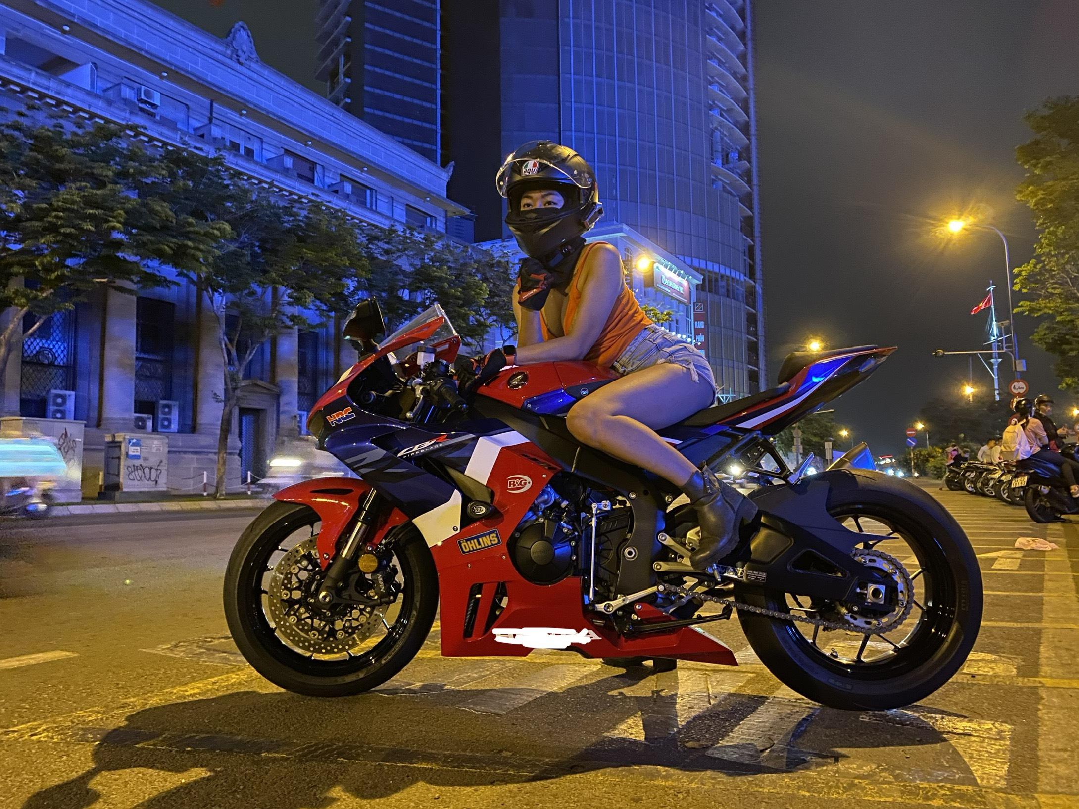 Nữ biker Diễm Trần xinh đẹp hớp hồn cánh mày râu, lại đa tài hiếm có - Ảnh 2.