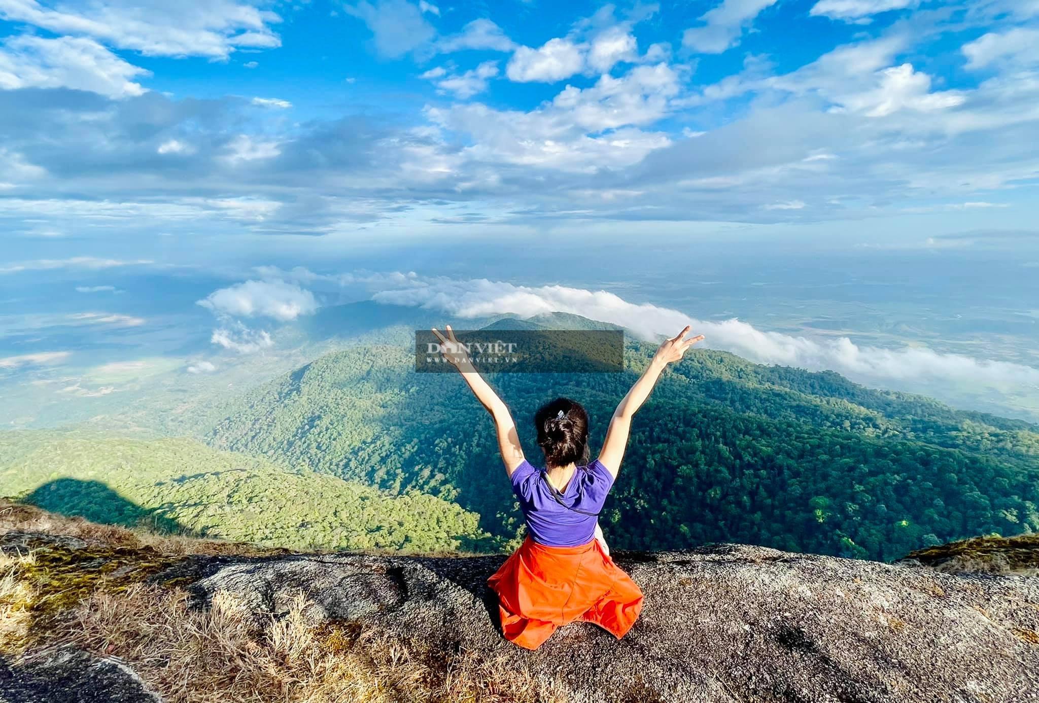 """Săn mây trên đỉnh Chư Yang Lắk – """"Vườn"""" mây tuyệt đẹp giữa Tây Nguyên - Ảnh 9."""