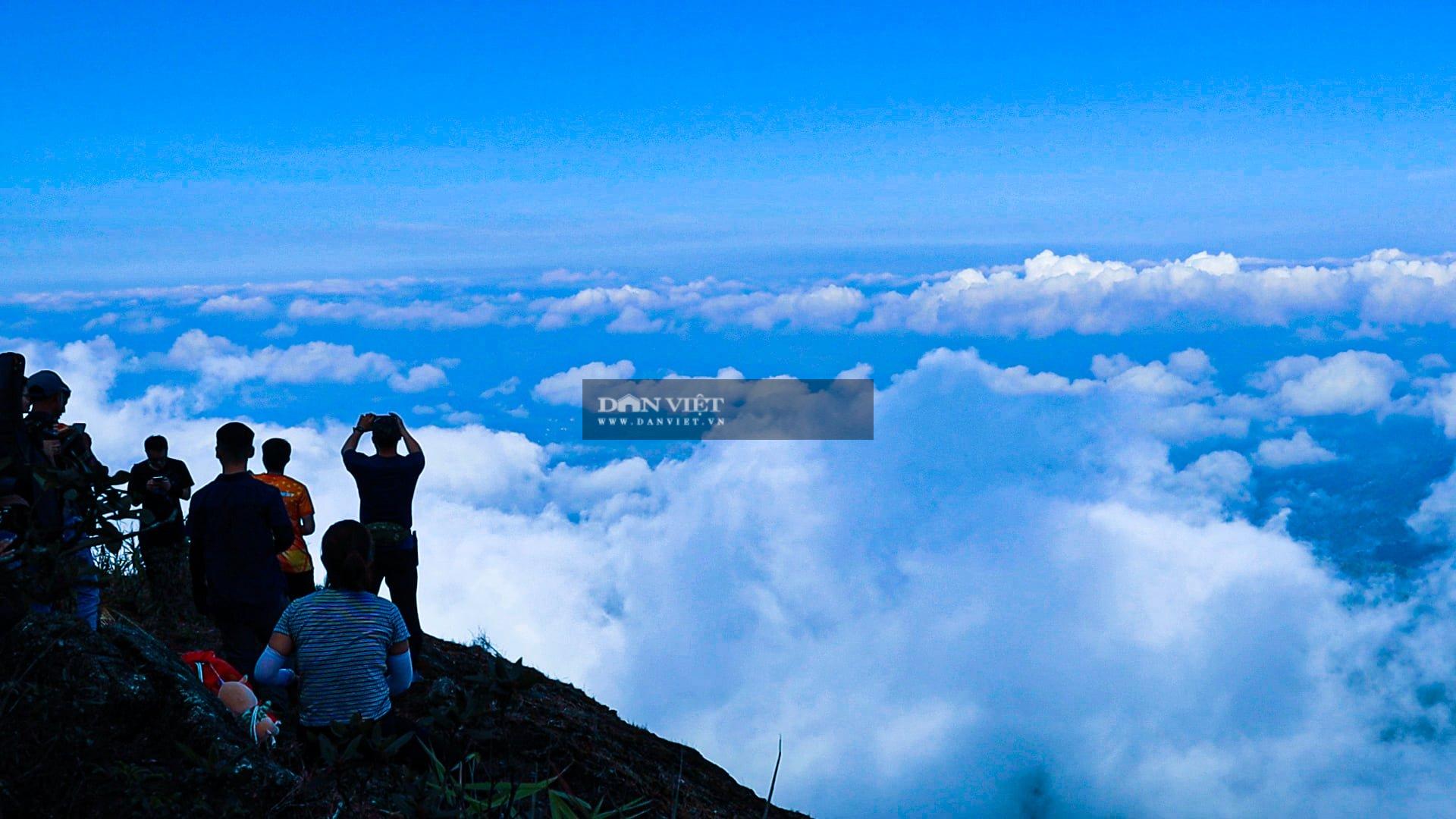 """Săn mây trên đỉnh Chư Yang Lắk – """"Vườn"""" mây tuyệt đẹp giữa Tây Nguyên - Ảnh 14."""