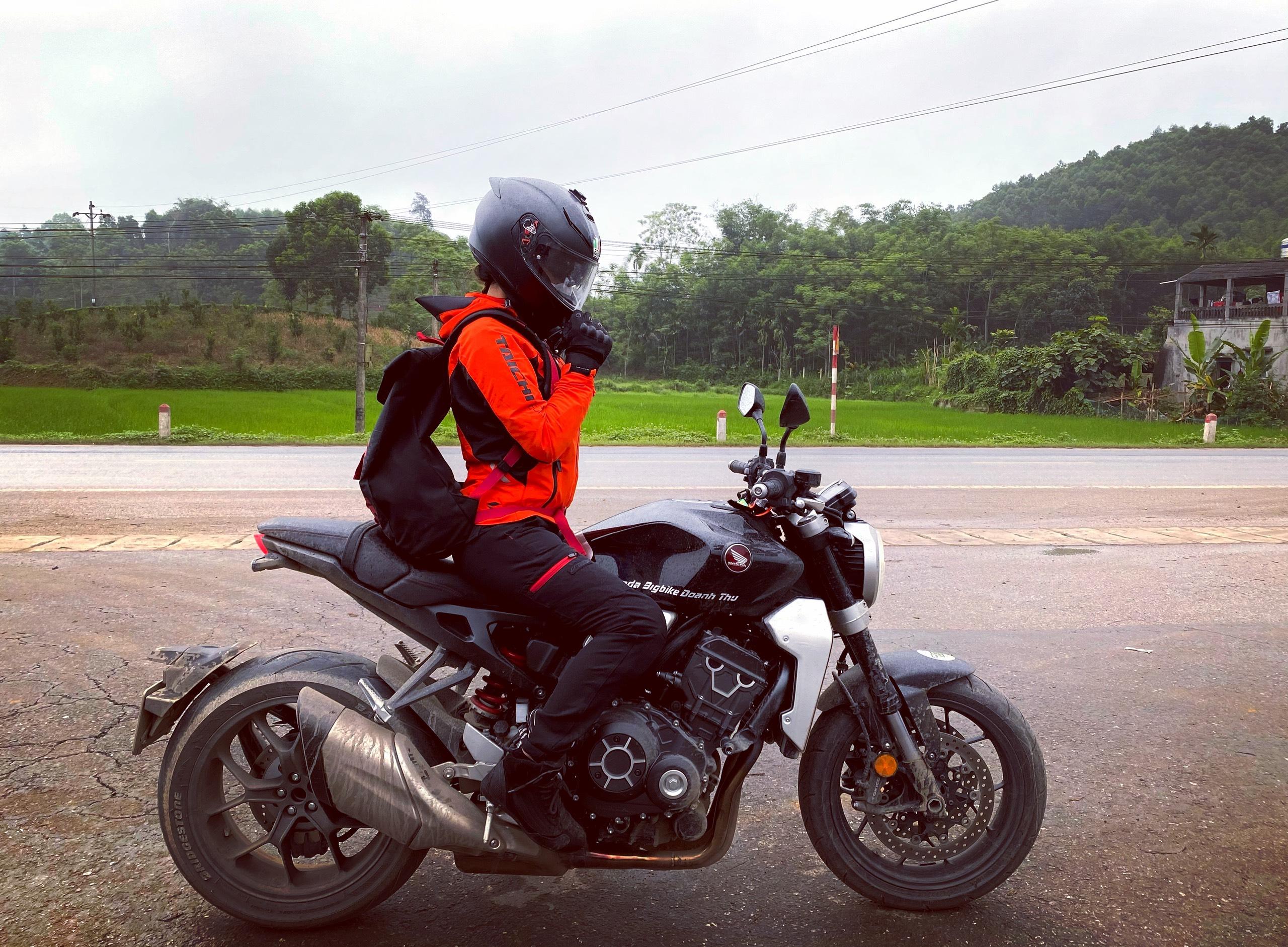 Nữ biker Diễm Trần xinh đẹp hớp hồn cánh mày râu, lại đa tài hiếm có - Ảnh 7.
