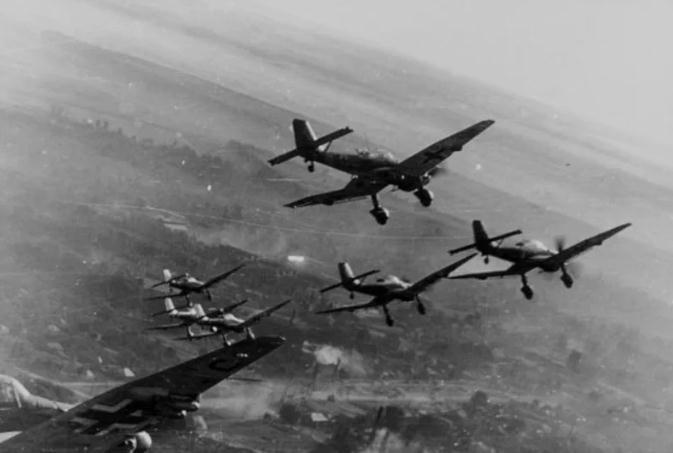 Ngày 6 tháng 4 năm 1941, Đức bắt đầu ném bom Nam Tư.