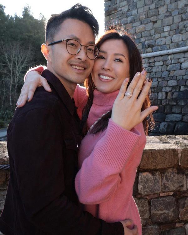 """Góc khuất cuộc sống của Hoa hậu Thu Hoài ở tuổi 45: Quyến rũ """"vạn người mê"""", hạnh phúc bên tình trẻ kém 10 tuổi - Ảnh 9."""