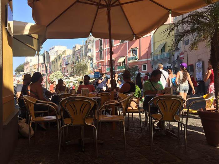 """Italia: Đảo sắc màu Procida chờ đón du khách khám phá bí mật """"viên ngọc ẩn"""" - Ảnh 5."""