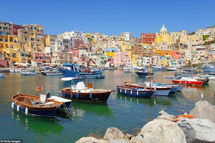 """Italia: Đảo sắc màu Procida chờ đón du khách khám phá bí mật """"viên ngọc ẩn"""" - Ảnh 9."""