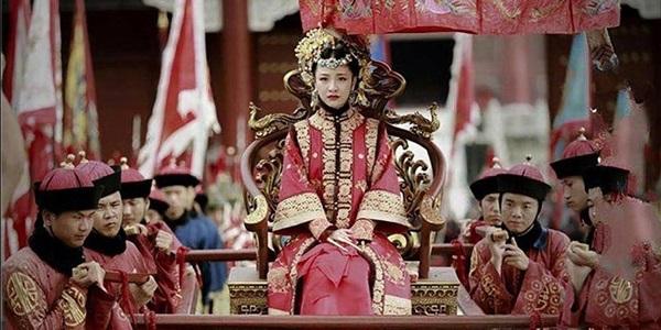 """Vì sao Ngao Bái """"rớt đài"""", Khang Hi không tru di hậu duệ quyền thần này? - Ảnh 2."""