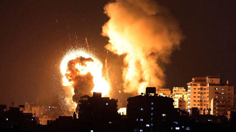 Nóng: Israel bị tấn công 200 quả rocket, lập tức tung đòn trả thù dữ dội - Ảnh 1.