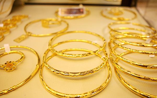 Giá vàng hôm nay 11/5: Tăng vọt, vàng thế giới vượt ngưỡng 52 triệu đồng/lượng - Ảnh 1.