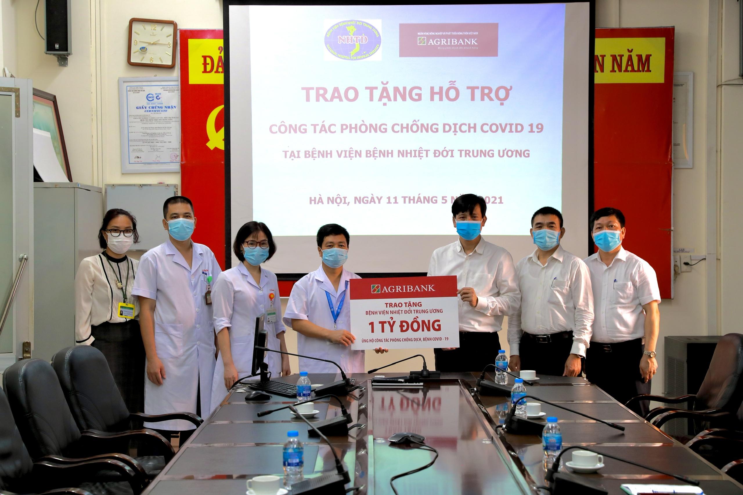 Agribank hỗ trợ Bệnh viện bệnh nhiệt đới Trung ương phòng chống Covid-19 - Ảnh 1.