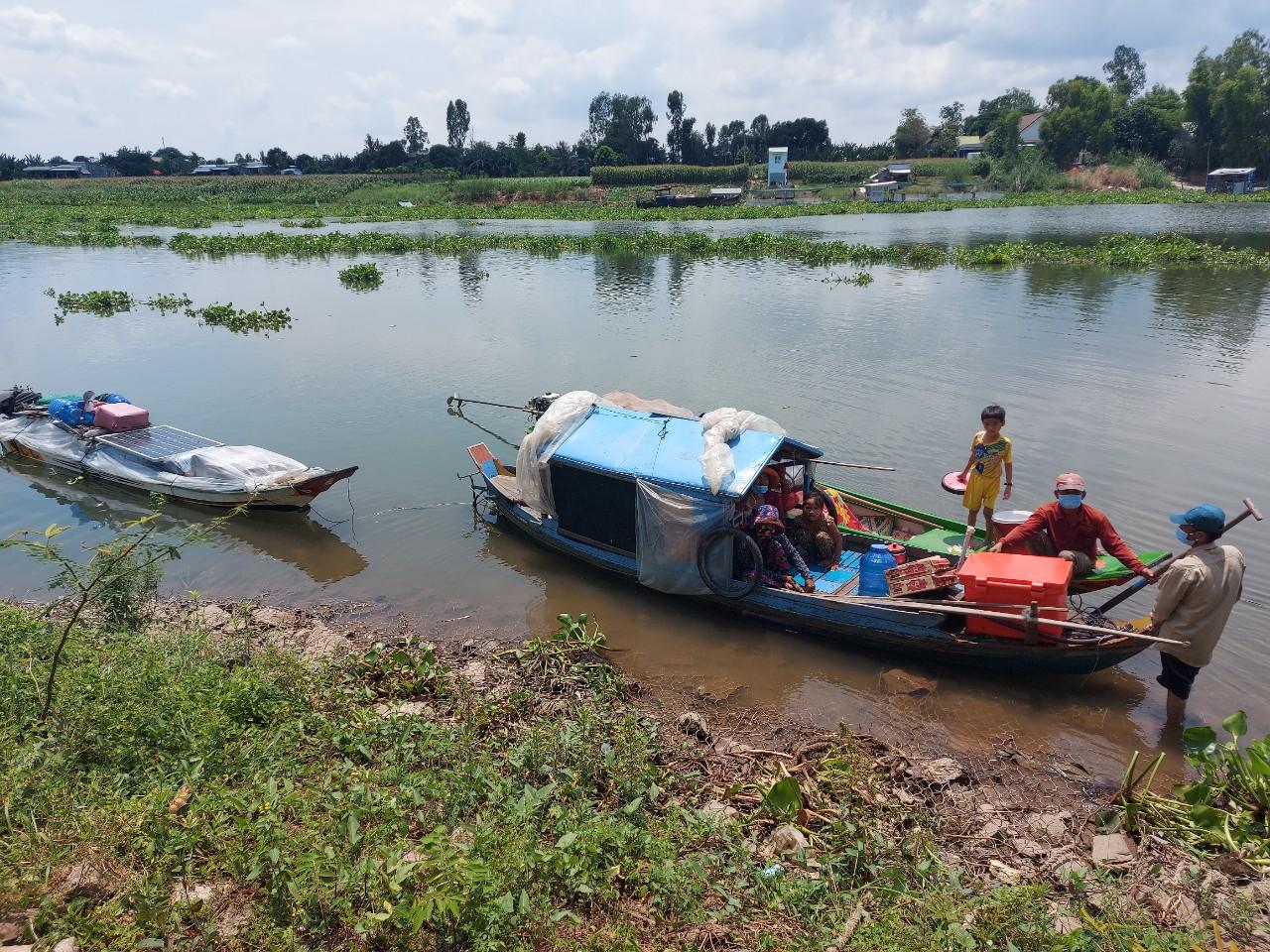 Ngăn chặn kịp thời 9 người nhập cảnh trái phép từ Campuchia về Việt Nam qua sông Hậu - Ảnh 1.