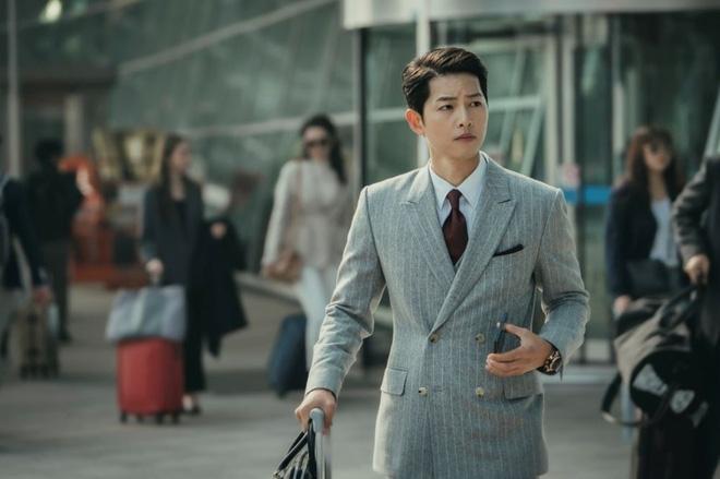 """Song Joong Ki """"hớp hồn"""" bạn diễn trong Vincenzo - Ảnh 4."""
