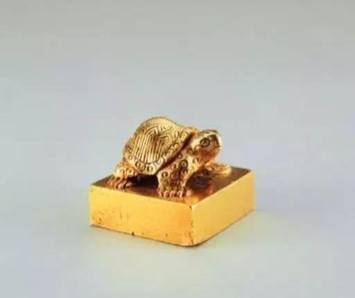 Ngư dân nhặt được cổ vật lấy hơn 1 triệu đồng, ai dè là siêu bảo vật quý hiếm giá 700 tỷ đồng - Ảnh 3.