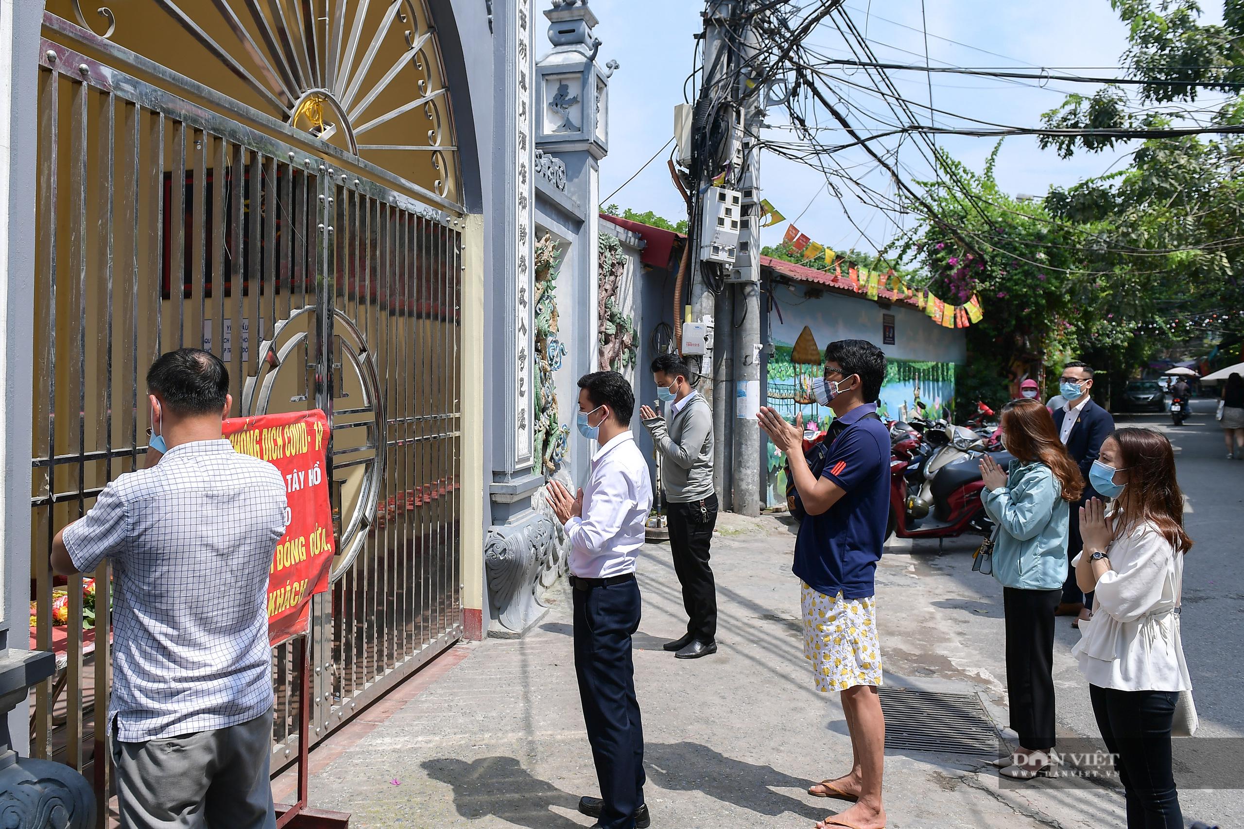 Hà Nội: Công an giải tán người dân đến phủ Tây Hồ vái vọng ngày mùng 1 âm lịch - Ảnh 1.