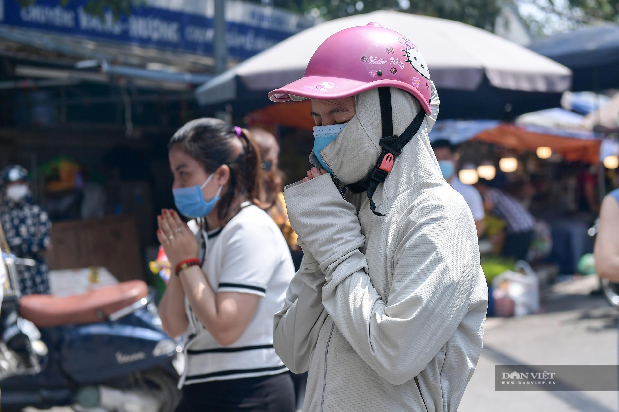 Hà Nội: Công an giải tán người dân đến phủ Tây Hồ vái vọng ngày mùng 1 âm lịch - Ảnh 3.