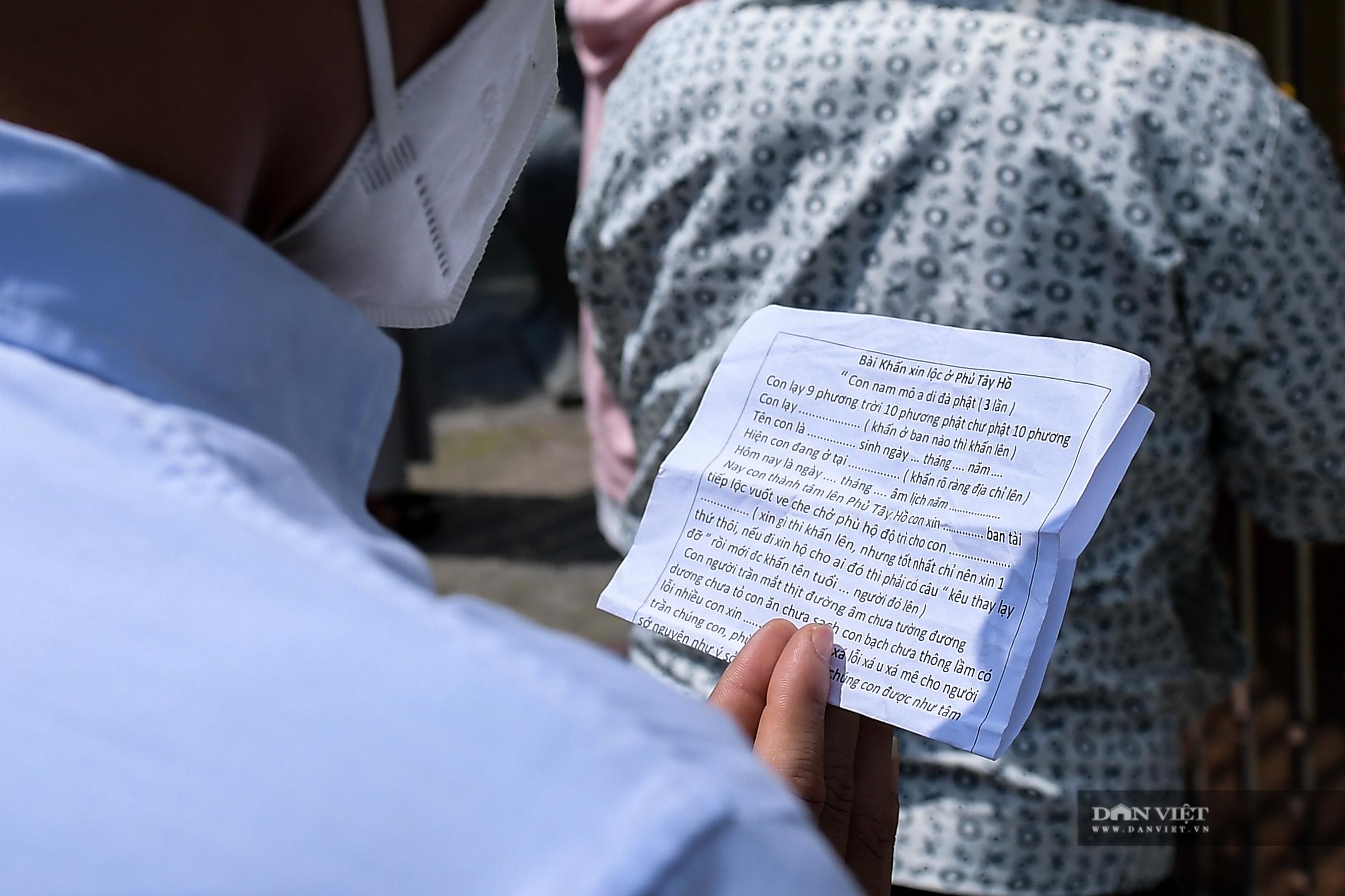 Hà Nội: Công an giải tán người dân đến phủ Tây Hồ vái vọng ngày mùng 1 âm lịch - Ảnh 6.