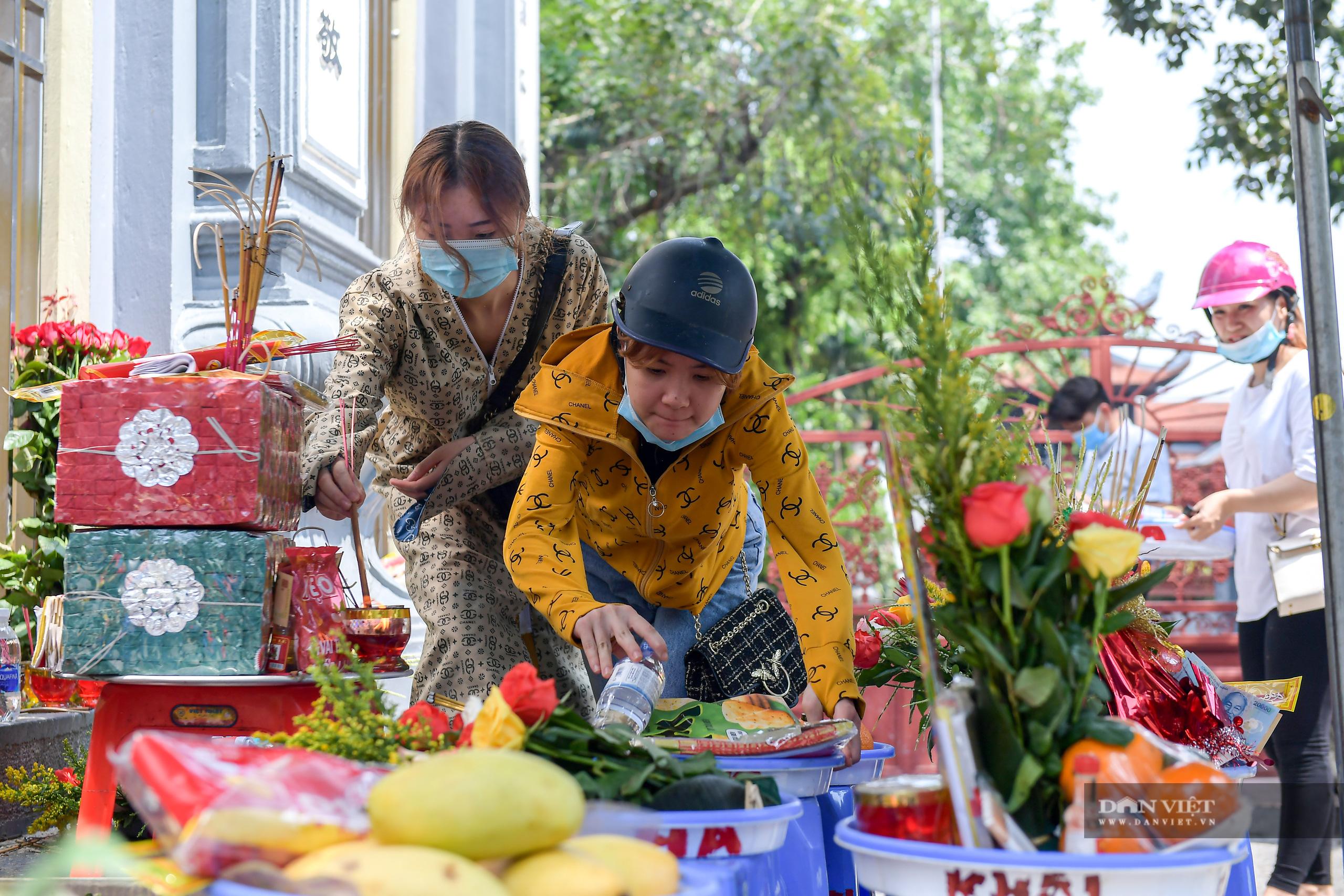 Hà Nội: Công an giải tán người dân đến phủ Tây Hồ vái vọng ngày mùng 1 âm lịch - Ảnh 7.