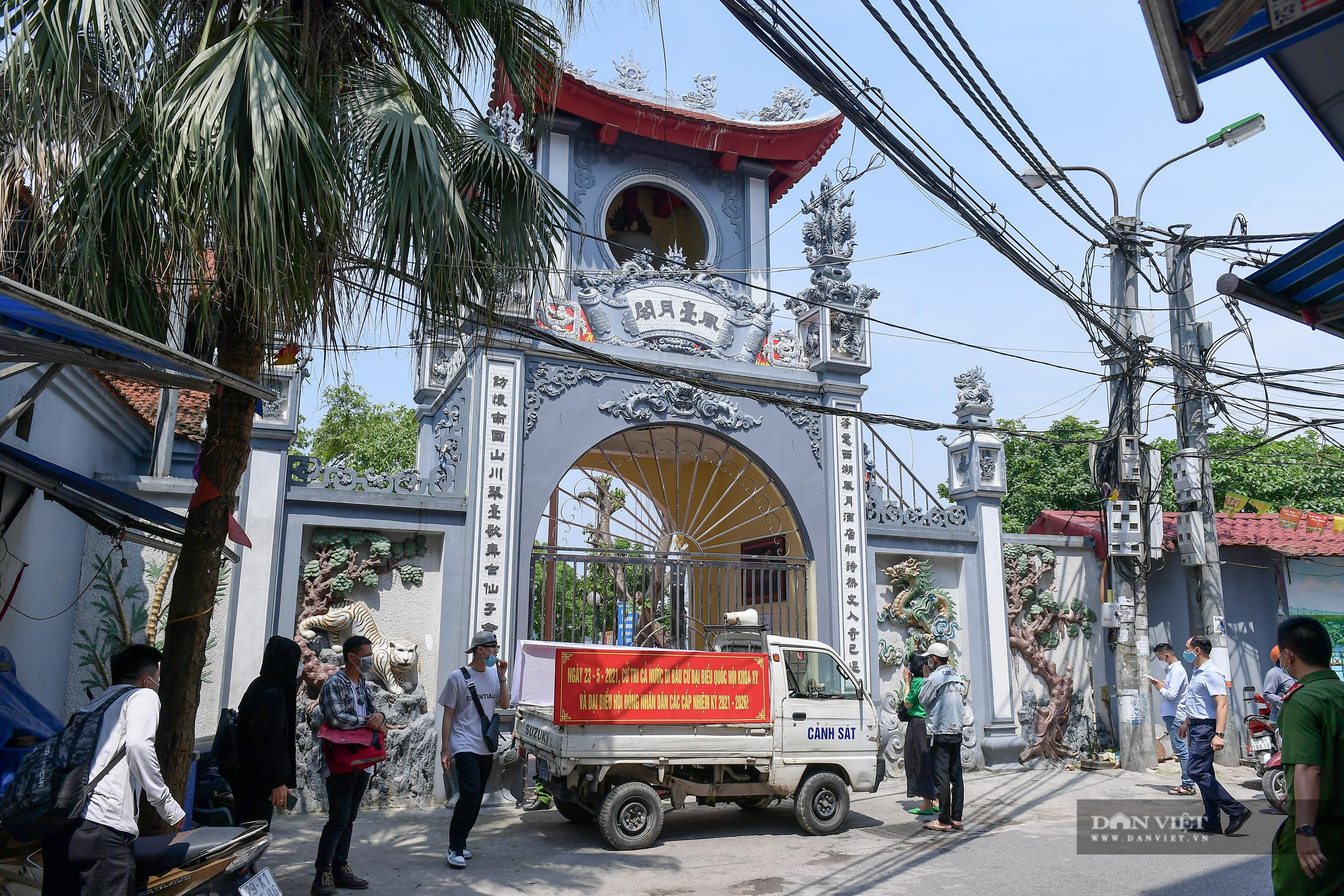 Hà Nội: Công an giải tán người dân đến phủ Tây Hồ vái vọng ngày mùng 1 âm lịch - Ảnh 11.