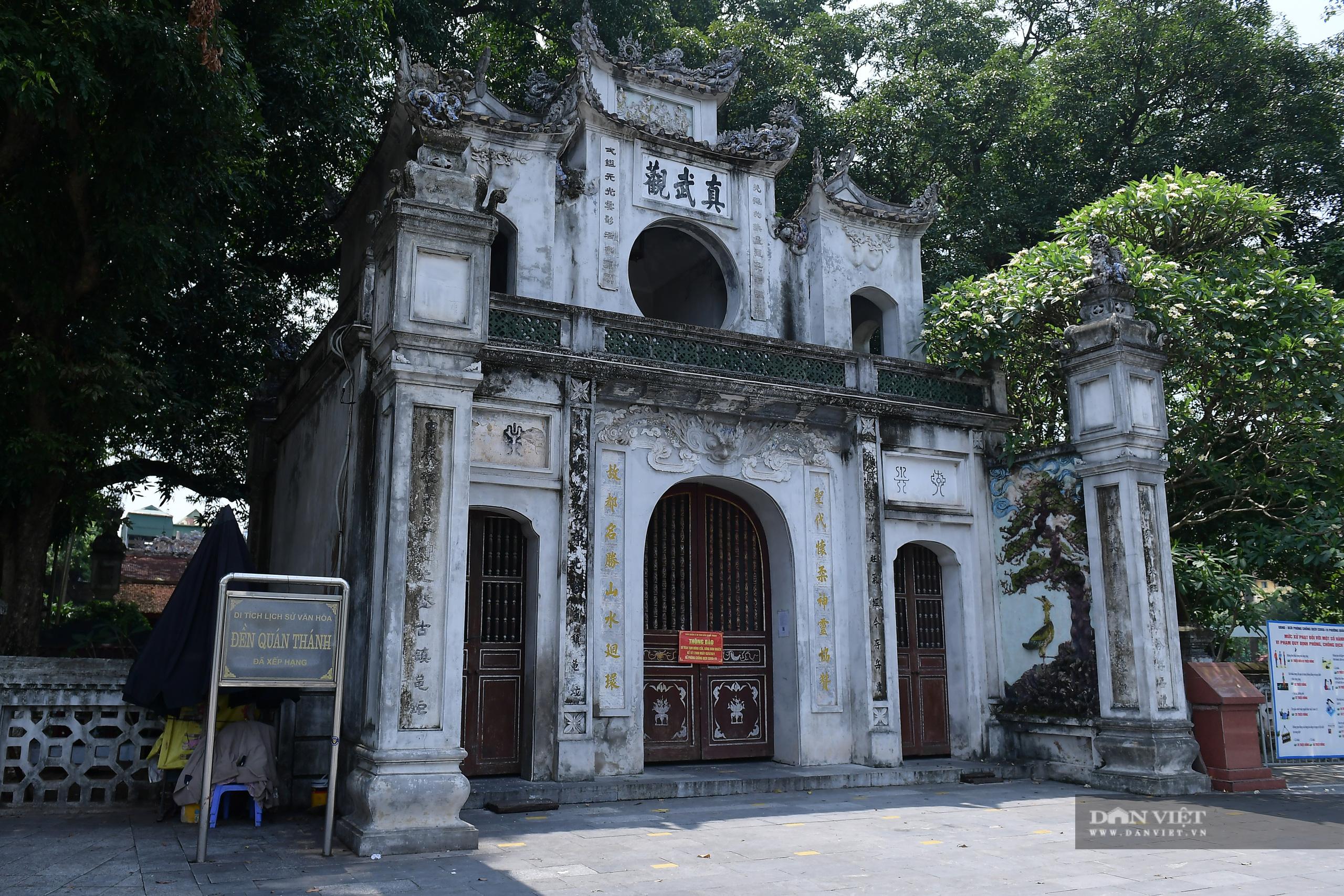 Hà Nội: Công an giải tán người dân đến phủ Tây Hồ vái vọng ngày mùng 1 âm lịch - Ảnh 13.