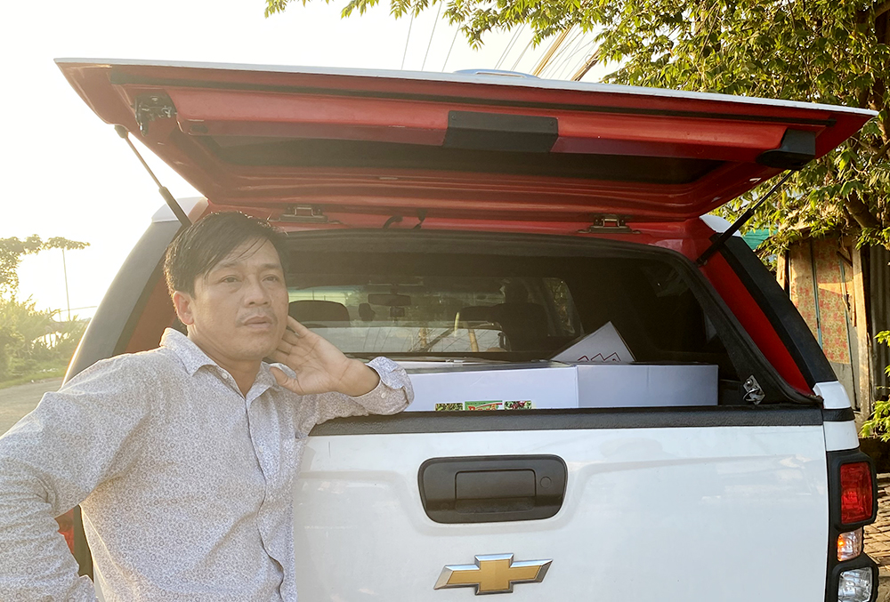 An Giang: Bắt quả tang Giám đốc công ty chở nhiều thùng thuốc bảo vệ thực vật nghi giả trên ô tô - Ảnh 1.