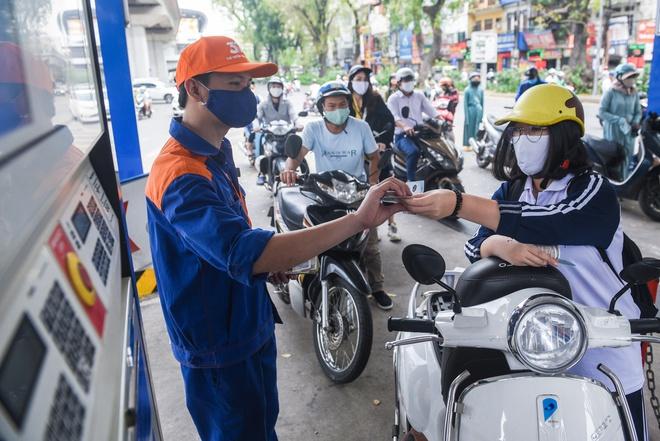 Giá xăng dầu tăng mạnh chiều 12/5 - Ảnh 1.