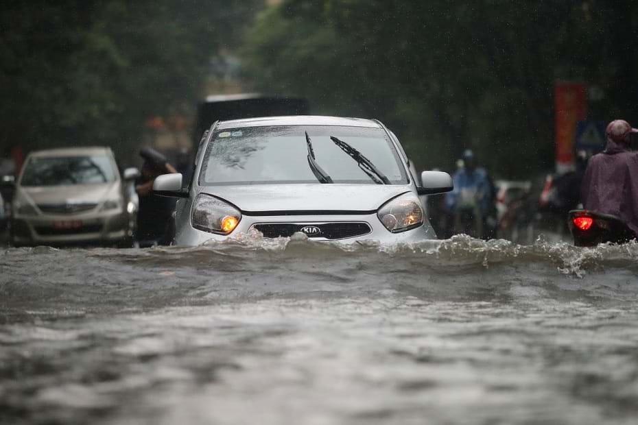 Xe ô tô bị ngập nước được bảo hiểm bồi thường ra sao? - Ảnh 1.