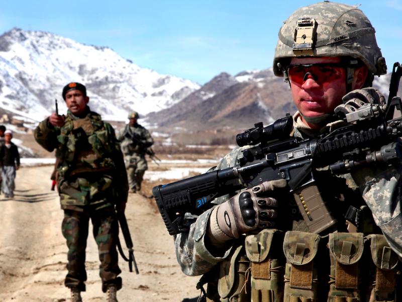 """Ông Biden sẽ """"thả"""" Afghanistan để nhắm vào Trung Quốc, Nga? - Ảnh 2."""