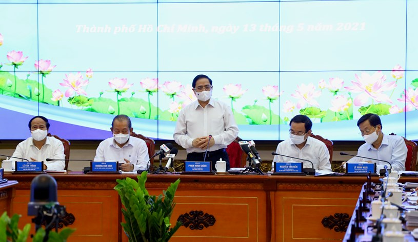 """Làm việc với Thủ tướng Chính phủ, Chủ tịch UBND TP.HCM nói: """"Thành phố đang đối mặt với rất nhiều thách thức"""" - Ảnh 1."""