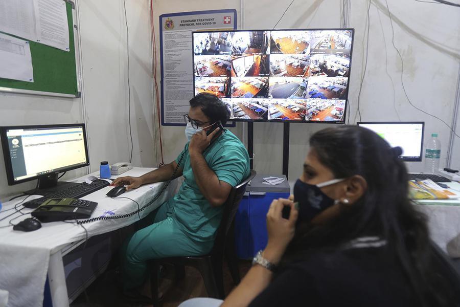 Tận mắt chứng kiến cảnh ngộp thở bên trong bệnh viện điều trị Covid-19 ở Ấn Độ - Ảnh 11.