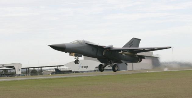 """""""Mãnh thú ném bom"""" F-111 Mỹ bị chôn vùi gây sốc ở Australia - Ảnh 14."""