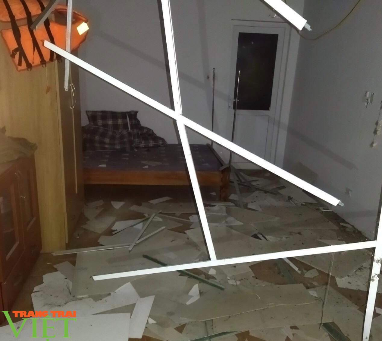 Mưa to và dông lốc bất thường, gây thiệt hại về nhà cửa tại Lai Châu  - Ảnh 1.