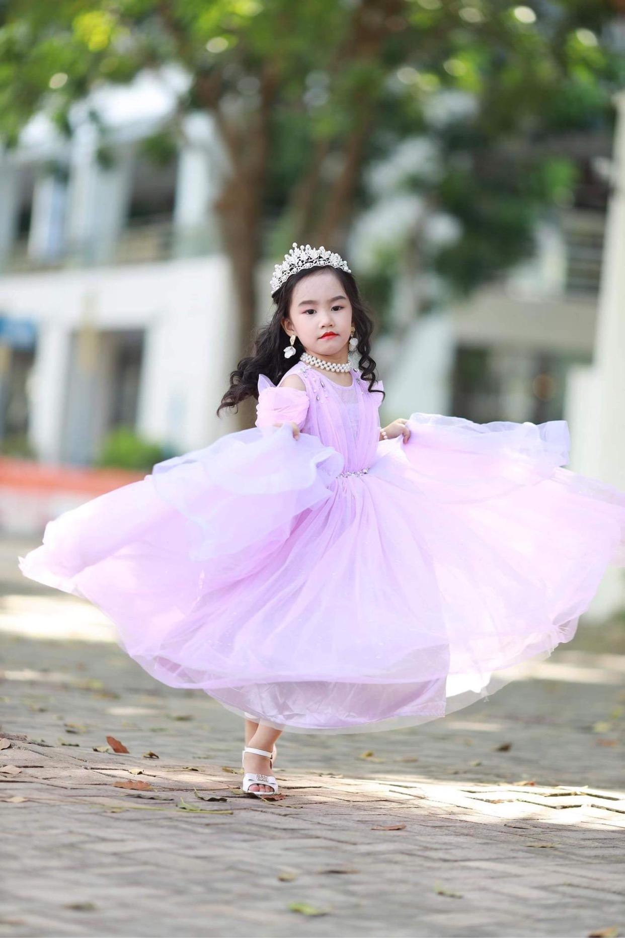 Những bạn nhỏ đáng yêu trong làng thời trang Việt - Ảnh 4.