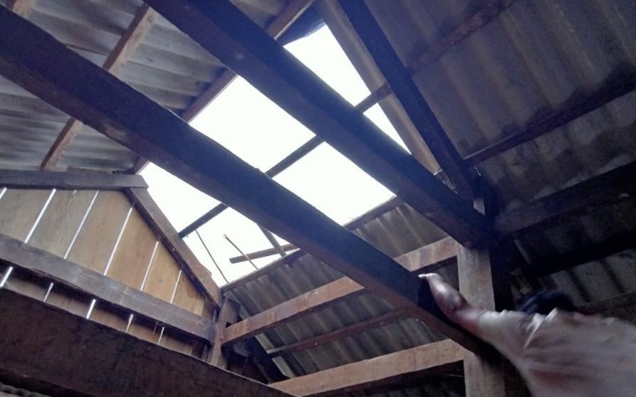 Mưa to và dông lốc bất thường, gây thiệt hại về nhà cửa tại Lai Châu