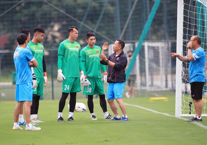 Vì sao 4 thủ môn thủng lưới nhiều nhất V.League được lên ĐT Việt Nam? - Ảnh 1.