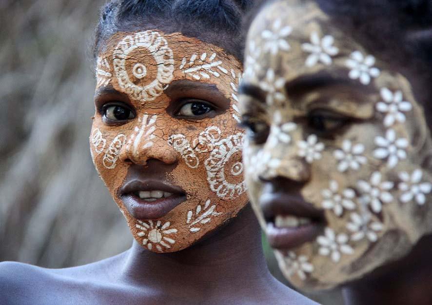 Độc đáo với tục lệ vẽ mặt của phụ nữ bộ tộc ở phía Tây và Nam Madagascar - Ảnh 1.