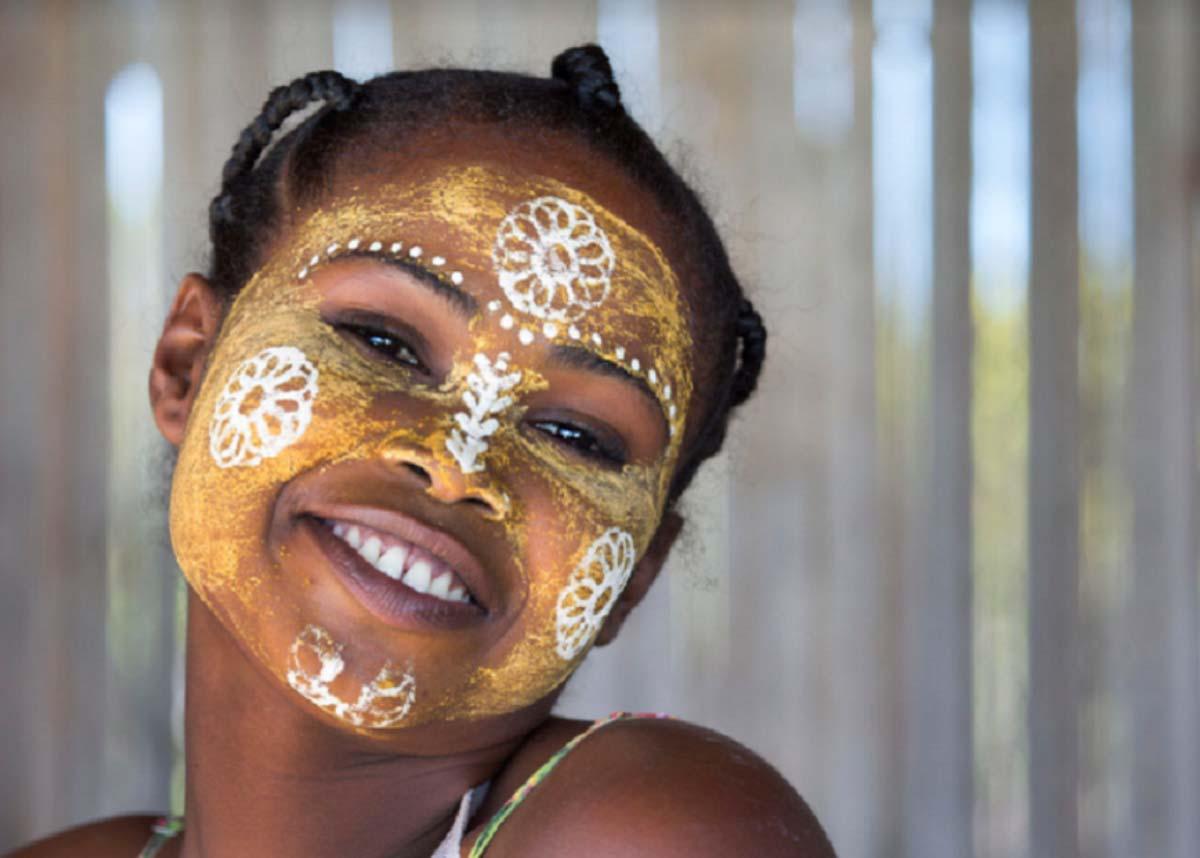 Độc đáo với tục lệ vẽ mặt của phụ nữ bộ tộc ở phía Tây và Nam Madagascar - Ảnh 3.