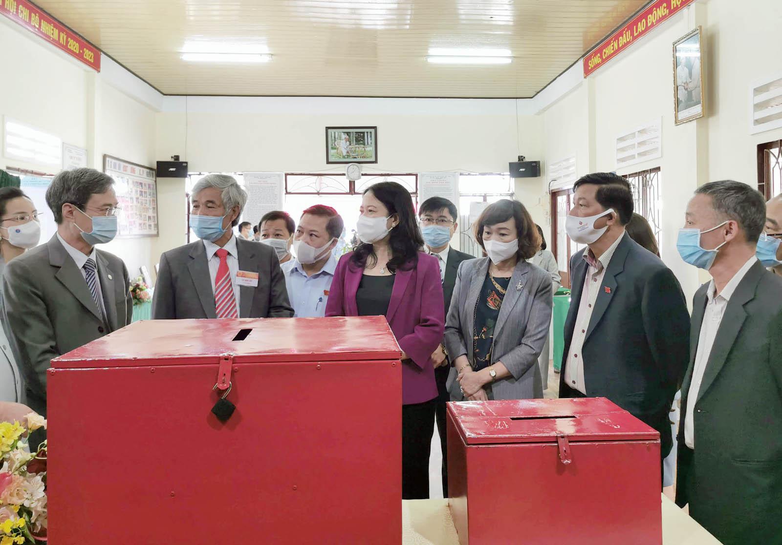 Phó Chủ tịch nước kiểm tra công tác bầu cử tại Lâm Đồng - Ảnh 2.