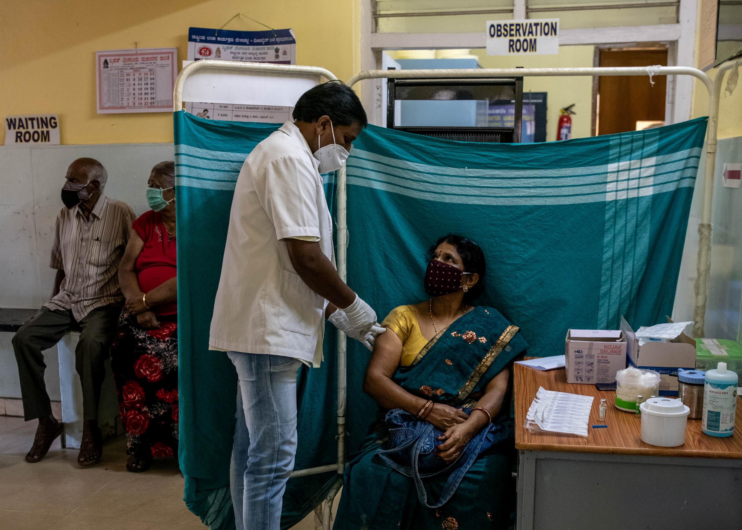 Hơn 4.000 người Ấn Độ tử vong mỗi ngày trong bối cảnh thiếu thốn vắc xin - Ảnh 1.