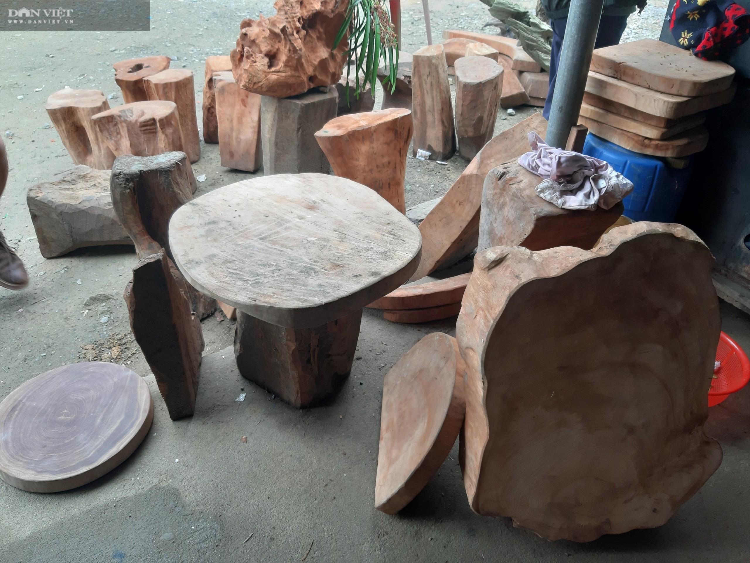 Vụ phá rừng pơ mu VQG Hoàng Liên: Kiểm lâm phối hợp với Công an tạm giữ 257 súc gỗ pơ mu - Ảnh 3.