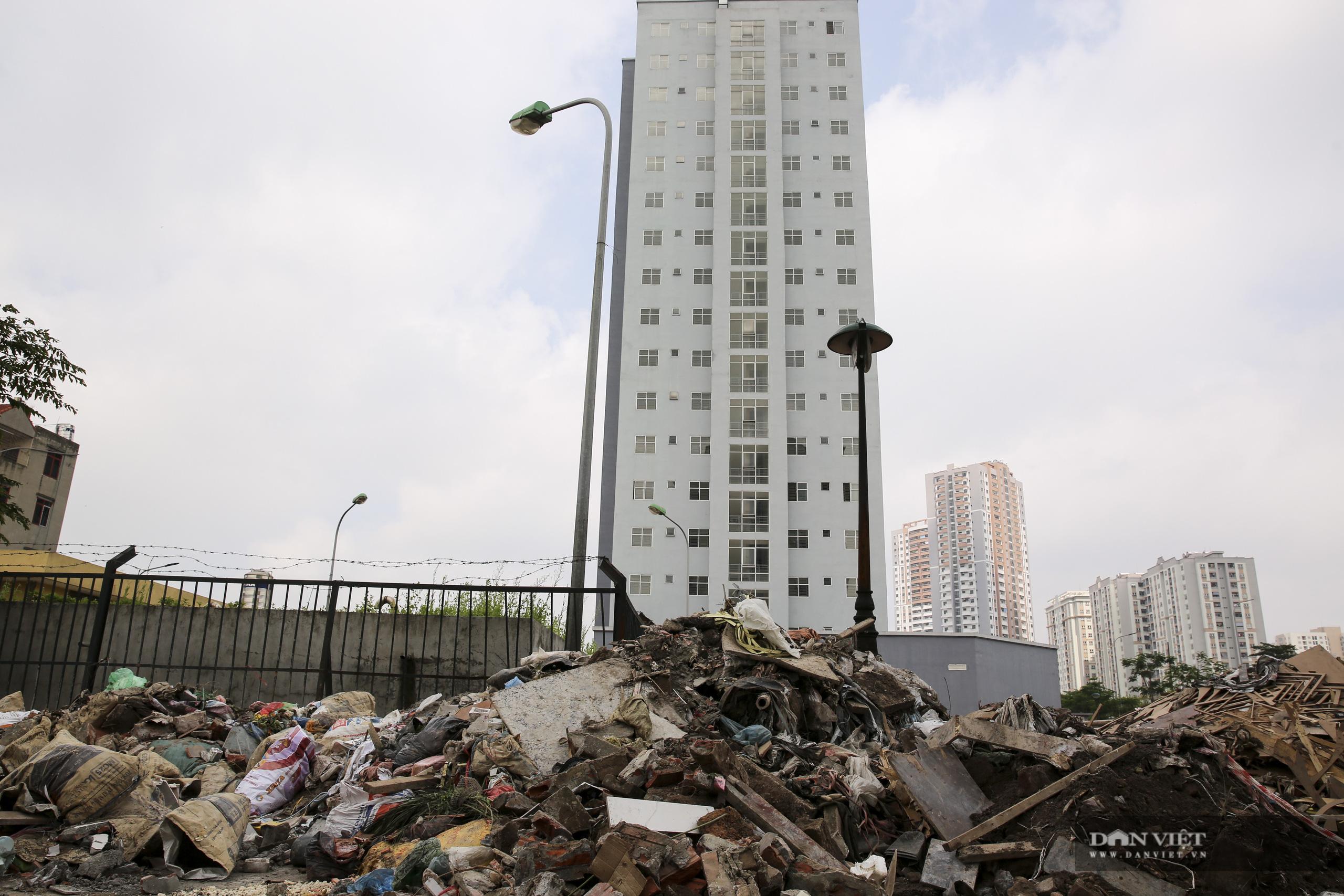 """Xót xa những khối nhà chung cư bỏ hoang """"phơi sương, hứng nắng"""" tại Hà Nội - Ảnh 2."""