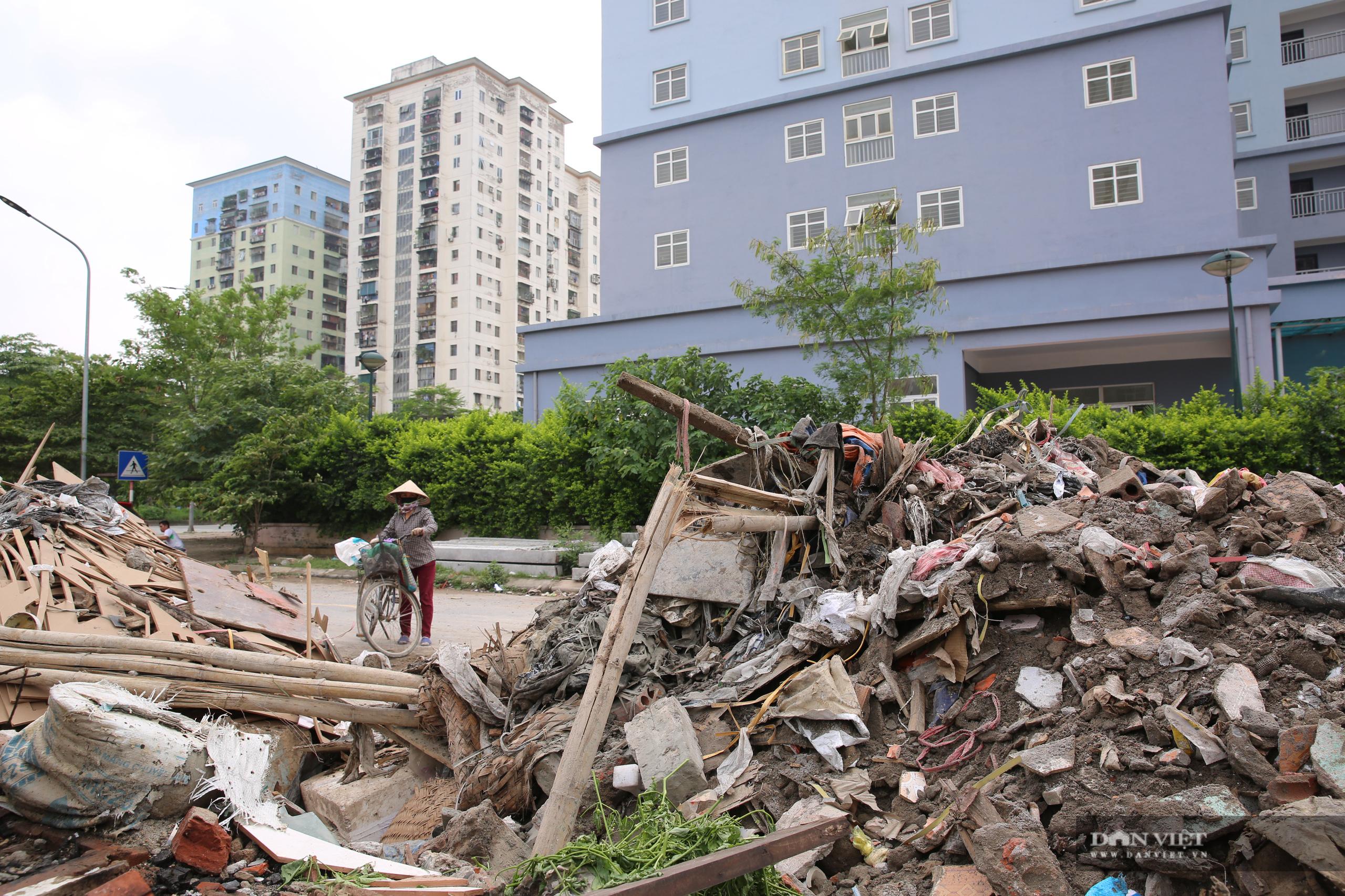 """Xót xa những khối nhà chung cư bỏ hoang """"phơi sương, hứng nắng"""" tại Hà Nội - Ảnh 10."""