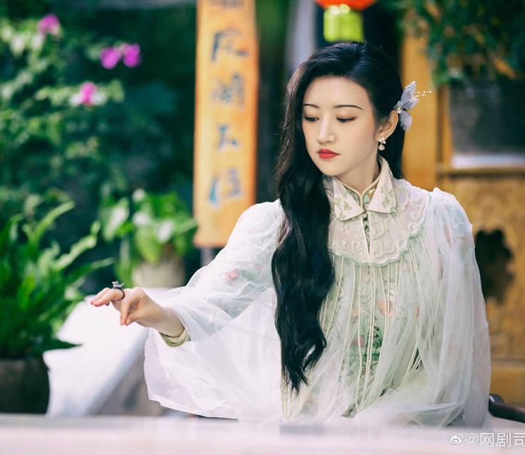 """""""Đệ nhất mỹ nhân Bắc Kinh"""" Cảnh Điềm nói gì về việc được """"hậu thuẫn"""" khủng - Ảnh 3."""