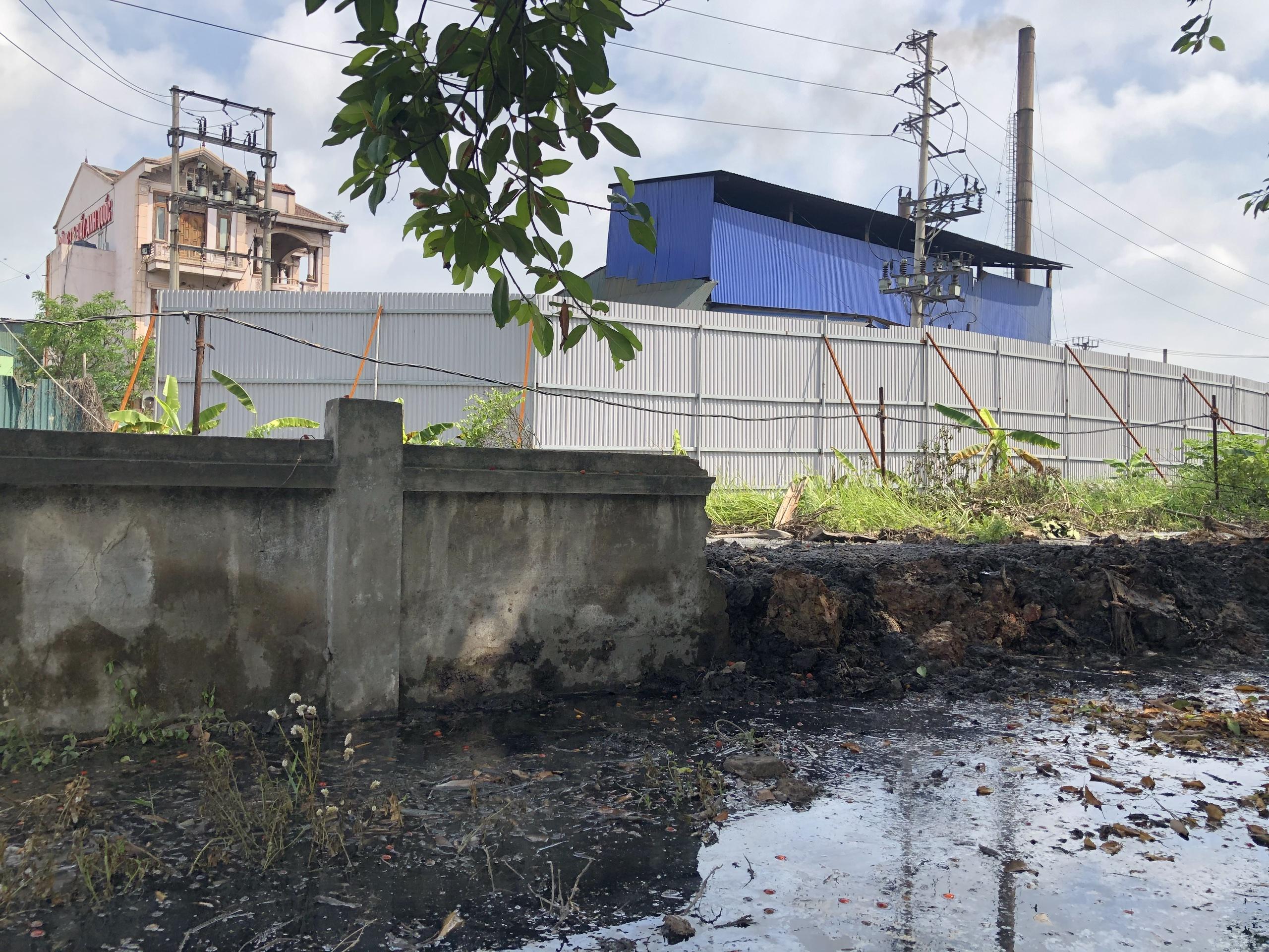 Bắc Ninh: Doanh nghiệp giấy Phú Lâm xả thẳng nước thải độc hại vào đình làng - Ảnh 1.